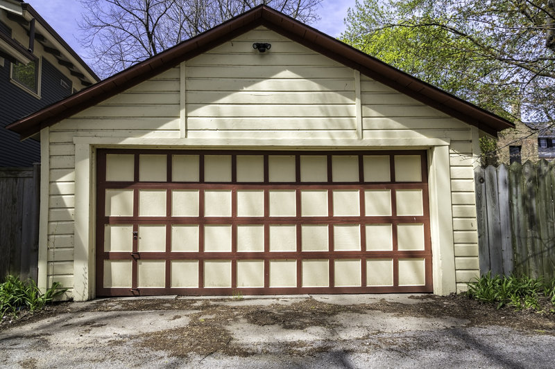 7 reasons to hire a pro for your garage door installation