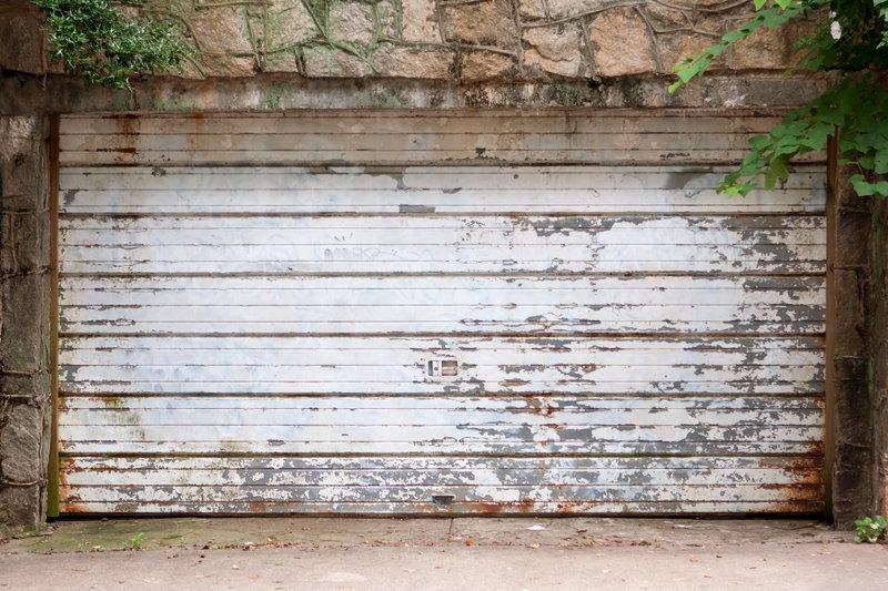 how-to-properly-lubricate-your-garage-door.jpg
